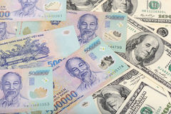 Wietnam Dongs i USA dolary Zdjęcie Royalty Free