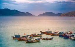 Wietnam miasto Nyachang, Czerwiec - 17, 2013: chiny południowi morze skuner zbliżał się hazard Obraz Stock