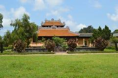 Wietnam - odcień - Wśrodku cytadeli - ozdobny królewski budynek zdjęcie royalty free
