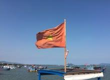 Wietnamczyk flaga na łodzi rybackiej w Ninh Hoa, Wietnam Fotografia Royalty Free