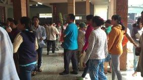 Wietnamscy ludzie ono modli się w świątyni w Saigon zdjęcie wideo
