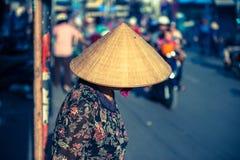 Wietnamska kobieta w trójgraniastym kapeluszu Obraz Royalty Free