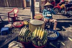 Wietnamska kobiety sprzedawania kukurudza Obraz Stock
