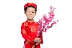 Wietnamski chłopiec dzieciaka gratulowanie z jego nowym rokiem Szczęśliwy Księżycowy nowy rok zdjęcia royalty free