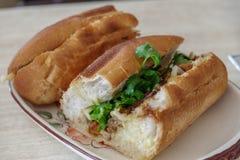Wietnamski karmowy grilla rozwidlenia banh mi Zdjęcia Stock
