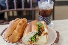 Wietnamski karmowy grilla rozwidlenia banh mi Zdjęcie Royalty Free