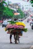 Wietnamski kwiaciarnia sprzedawca w Hanoi Zdjęcia Royalty Free
