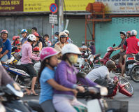 Wietnamski ruchu drogowego policjant przy wypadkiem drogowym Obrazy Stock