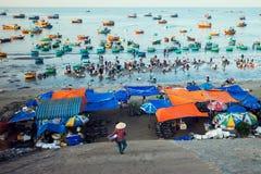 Wietnamski rybi rynek blisko Mui Ne plażą 02 09 2018 Zdjęcia Royalty Free