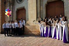 Wietnamski uczeń, ao Dai, Saigon Notre Damae katedra zdjęcia royalty free