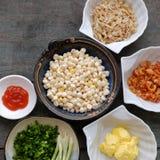 Wietnamski uliczny jedzenie, kukurudza smażył wysuszonej garneli Fotografia Stock