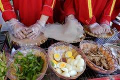 Wietnamski uliczny jedzenie, ryżowego papieru rolki Fotografia Royalty Free