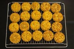 Wietnamski w połowie jesień festiwalu tort Mooncakes są tradycyjnymi ciastami jedzącymi podczas jesień festiwalu Festiwal pogmatw Obrazy Stock