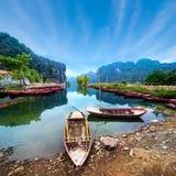 Wietnamskie łodzie przy rzeką Ninh Binh Wietnam Fotografia Stock