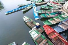 Wietnamskie łodzie przy rzeką Ninh Binh Wietnam Fotografia Royalty Free