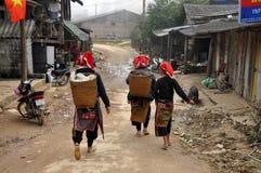 Wietnamskie Czerwone Dao mniejszości kobiety. Ta Phin, Wietnam fotografia stock