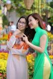 Wietnamskie młode dziewczyny w wiosna jarmarku Fotografia Stock