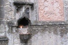 Wietrzejący średniowieczny kamienny budynek Fotografia Royalty Free
