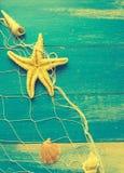 Wietrzejący drewno z siecią rybacką obrazy royalty free