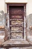Wietrzejący drzwi z obieranie farbą Zdjęcie Royalty Free
