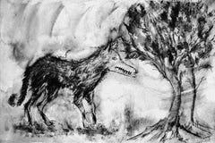 Wietrzejący dziki wilk w lesie w czarny i biały brzmieniach Zdjęcia Royalty Free