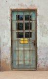 Wietrzejący stary drzwi obraz stock