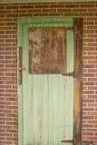 Wietrzejący zielony drzwi Zdjęcie Royalty Free