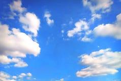 Wietrzny i niebieskie niebo fotografia stock
