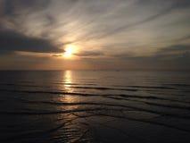 Wietrzny morze przy słońce wzrostem Obrazy Stock