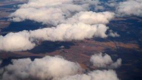 Wiev aéreo del aeroplano descendente metrajes