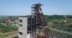 Wiev aéreo: La mina de sal abandonada vieja de Unión Soviética contra la perspectiva del karst sumerge almacen de video