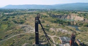 Wiev aérien : La vieille mine de sel abandonnée de l'Union Soviétique dans la perspective de Karst plonge clips vidéos