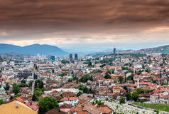 Wiev panorámico de la ciudad de Sarajevo Fotos de archivo