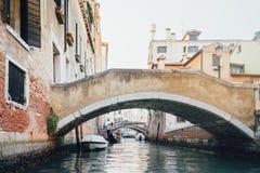 Wiew de canal de Venise de gondole Photos stock