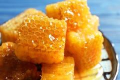 Świezi honeycombs na talerzu Obraz Royalty Free
