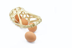 Świezi jajka z kosza Zdjęcia Royalty Free