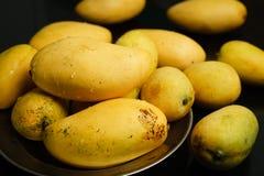 Świezi mango owocowi Zdjęcia Stock
