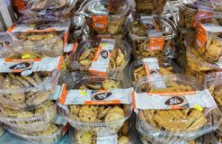 Świezi piec ciastka przy Izraelickim karmowym supermarketem obraz stock