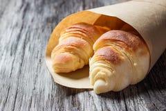 Świezi piec croissants na drewnianym stole Obrazy Royalty Free