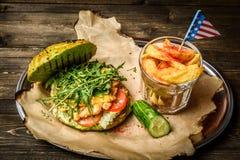 Świezi piec na grillu hamburgeru i gruli kliny Zdjęcia Stock