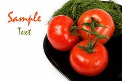 Świezi pomidory na talerzu, odosobnionym na biel. Fotografia Stock