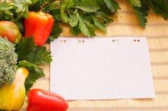 Świezi warzywa i papier Fotografia Stock