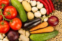 Świezi warzywa na drewnianym tle Ikona dla zdrowego łasowania, diety, ciężar strata Obrazy Stock