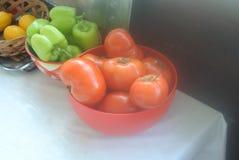 Świezi warzywa w plastikowym pucharze Zdjęcia Royalty Free