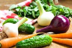 Świezi warzywa w stole Zdjęcia Royalty Free