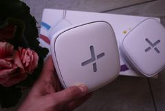 WiFi-adapter voor huis in een mooi binnenland Gebruikt om Internet thuis te verdelen stock afbeelding