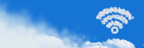 Wifi chmury ikona z niebem obrazy stock