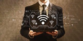 WiFi com homem de neg?cios imagens de stock royalty free