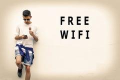 Wifi livre na parede imagens de stock