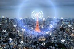 Wifi symbol och Tokyo stad med begrepp för nätverksanslutning, Tokyo fotografering för bildbyråer